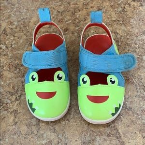 Ikiki squeaky frog sandals Size 7